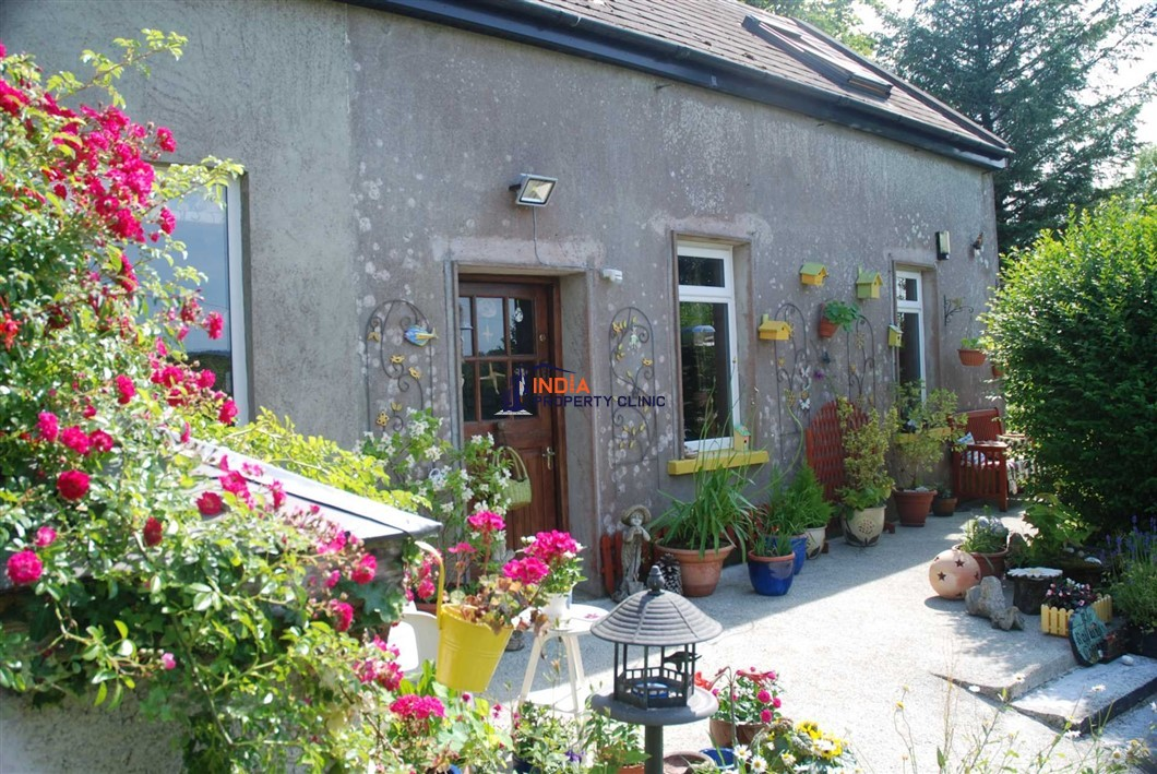 Detached House For Sale in Ballydehob