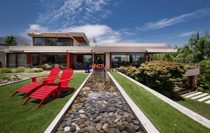 Contemporary Architecture House For Sale in Las Condes, Santiago
