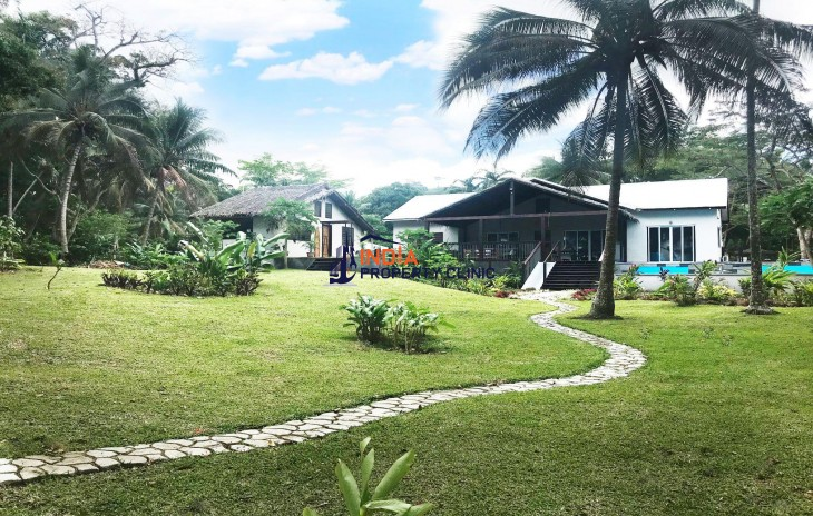 House For Sale in Devils Point Road