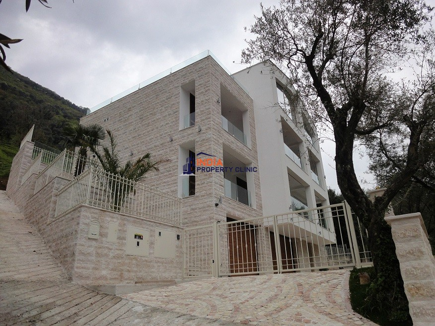 4 bedroom luxury Villa for sale in Donji Stoliv