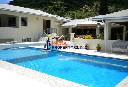 villa for sale in Mango