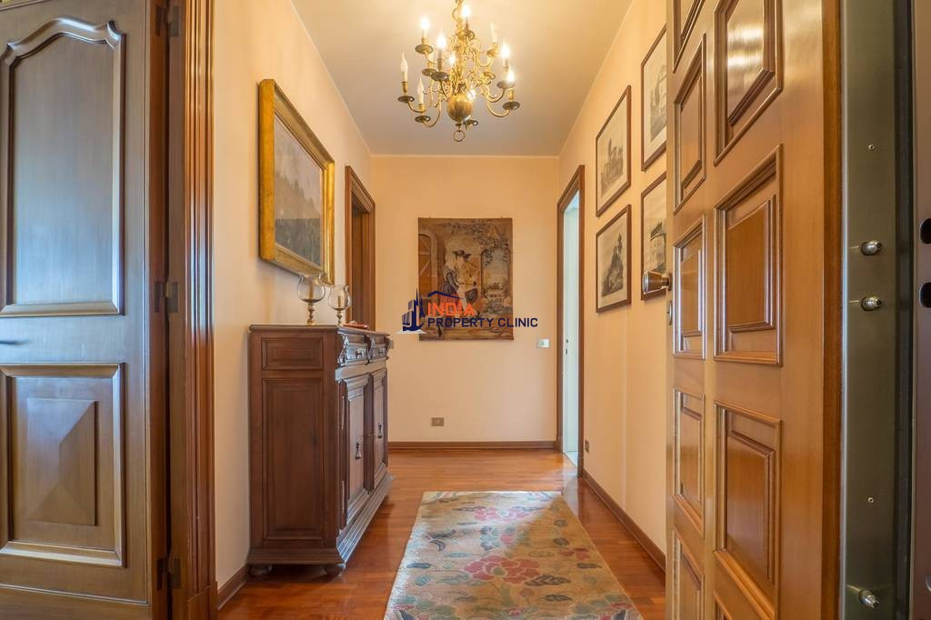 10 room Apartment for sale in Piazza