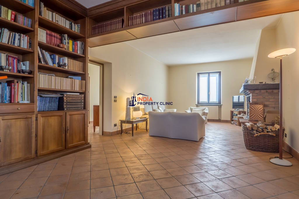 10 room luxury House for sale in Strada Piazzaro