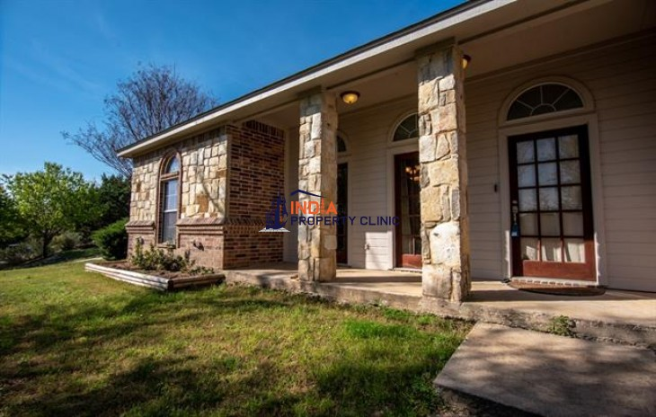 Family House For Sale in Granbury