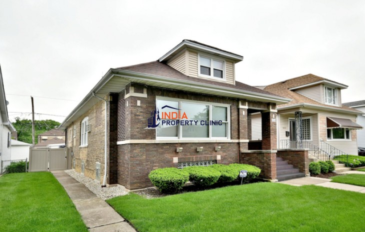 4 bedroom Home for Sale in Chicago