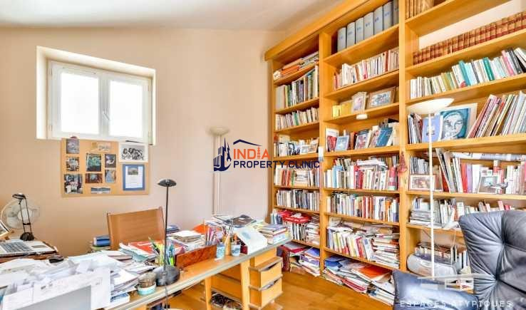 Townhouse For Sale in Falguière