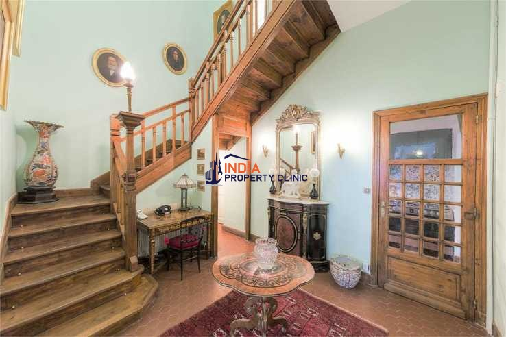 House With Courtyard For Sale in Perpignan