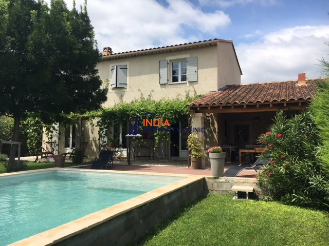 Countryside house For Sale in L'Isle sur La Sorgue