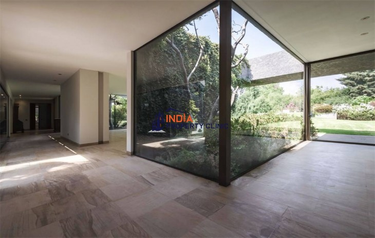 Mediterranean House For Sale in Santiago