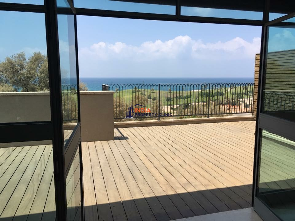 Luxury House For Sale in Lagonissi