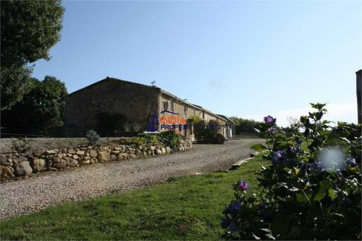 Farmhouse For Sale in Saint Benoit