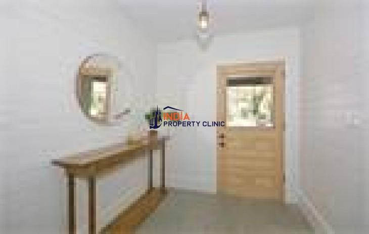 Single Family Home For Sale in Highgate Rd