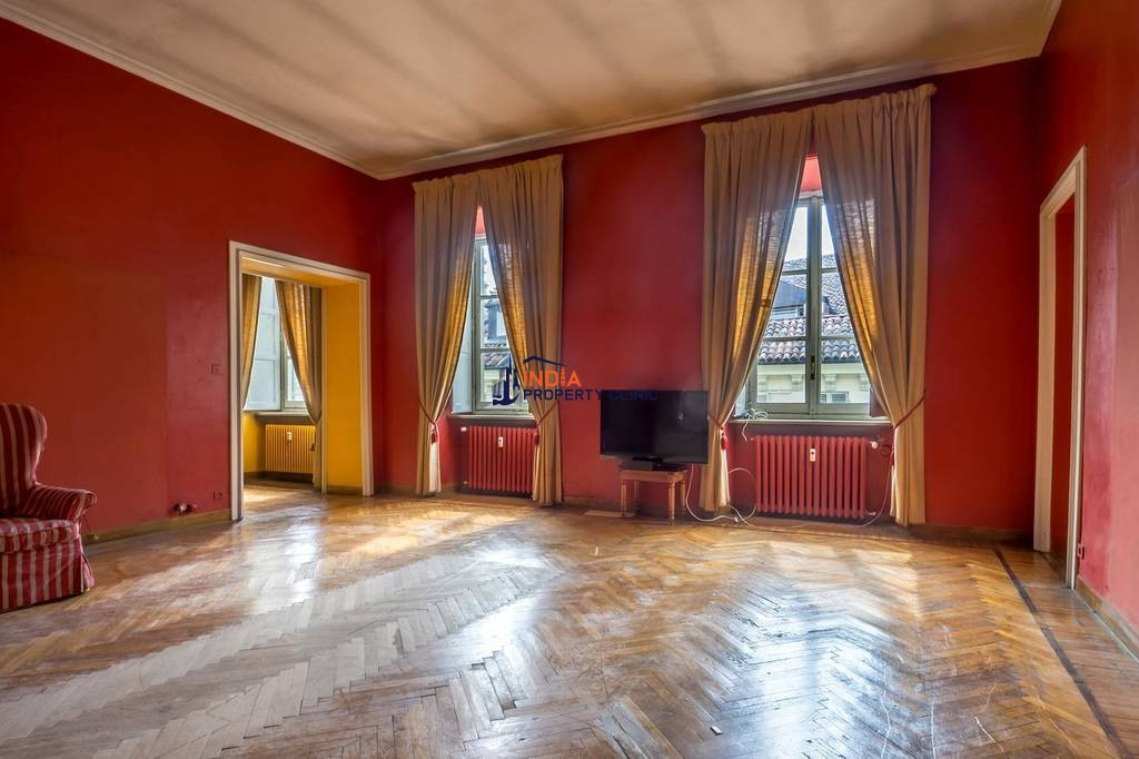 9 room luxury Apartment for sale in Turin