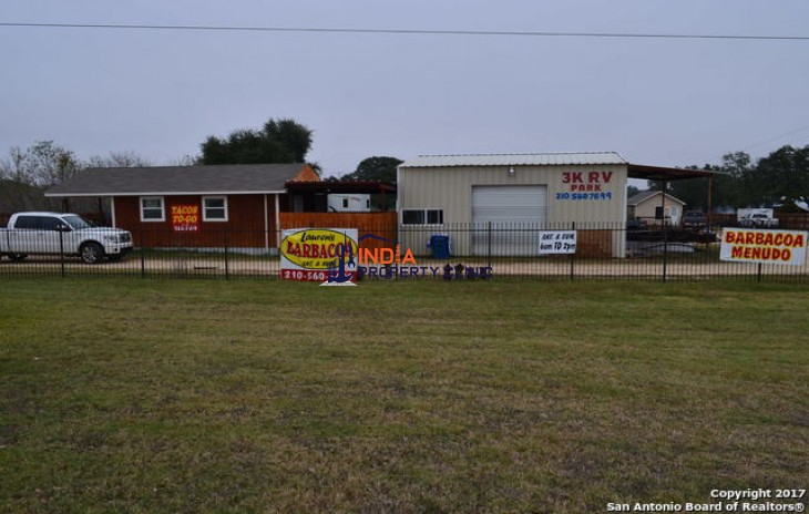 Building for sale in Floresville