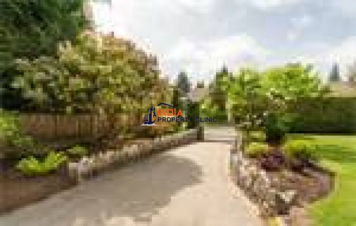 Residential House For Sale in Angus Drive