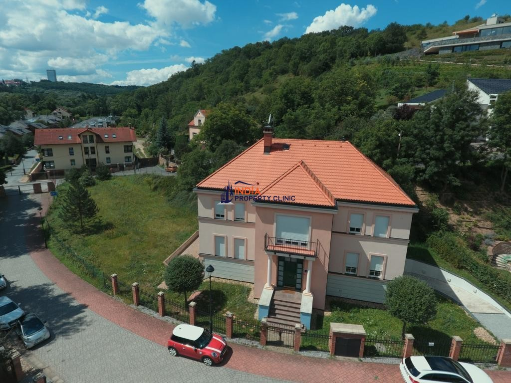 5 room luxury Villa for sale in Dejvice