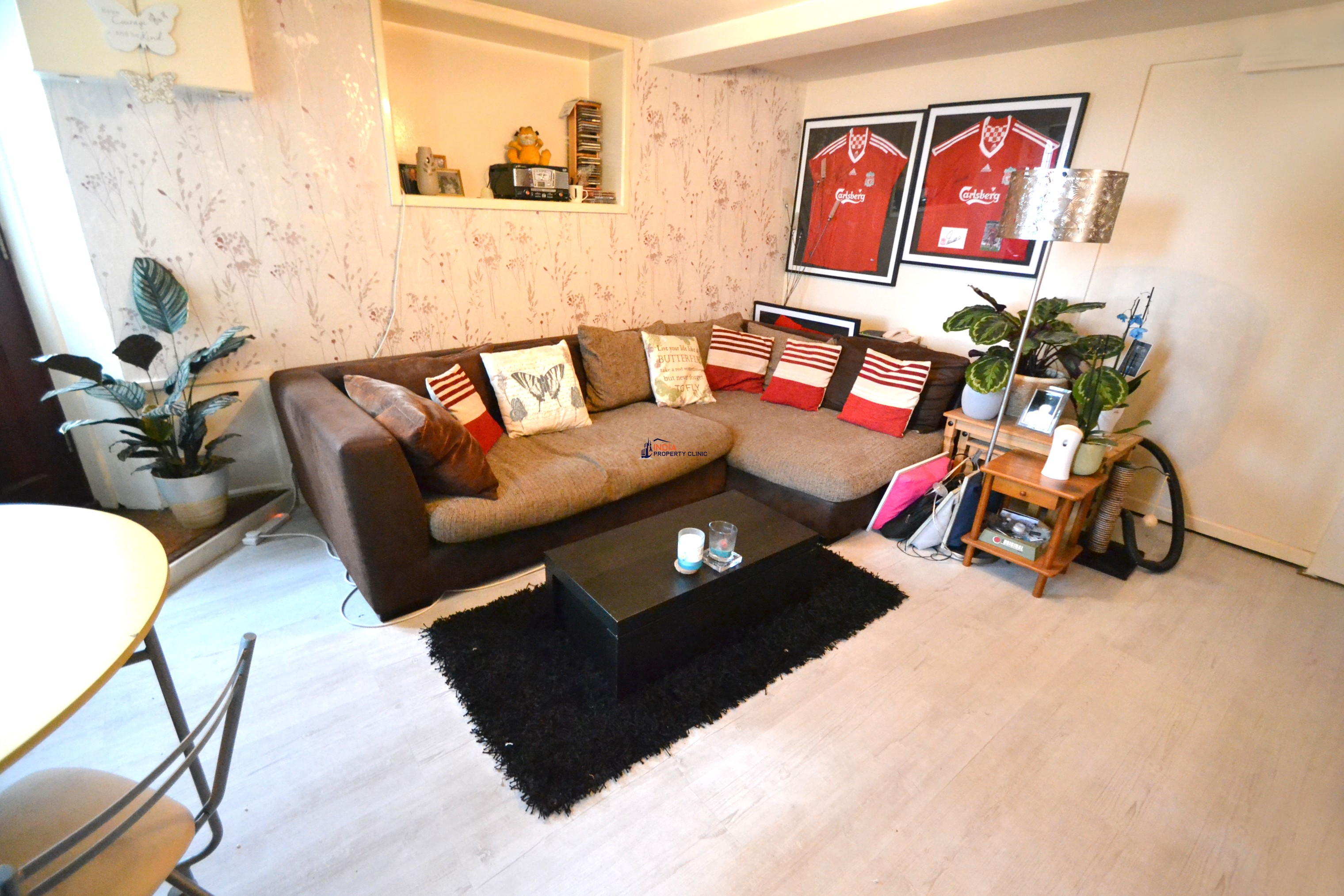 Flat For Sale in Les Canichers