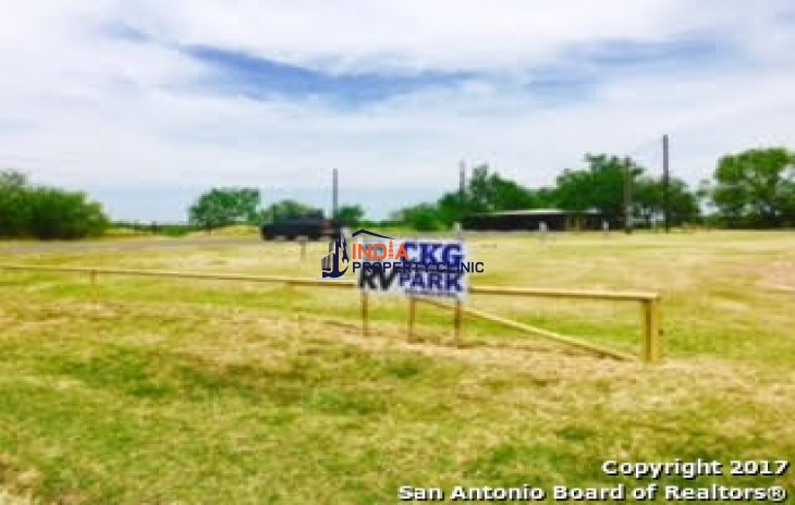 Building for sale in Cotulla