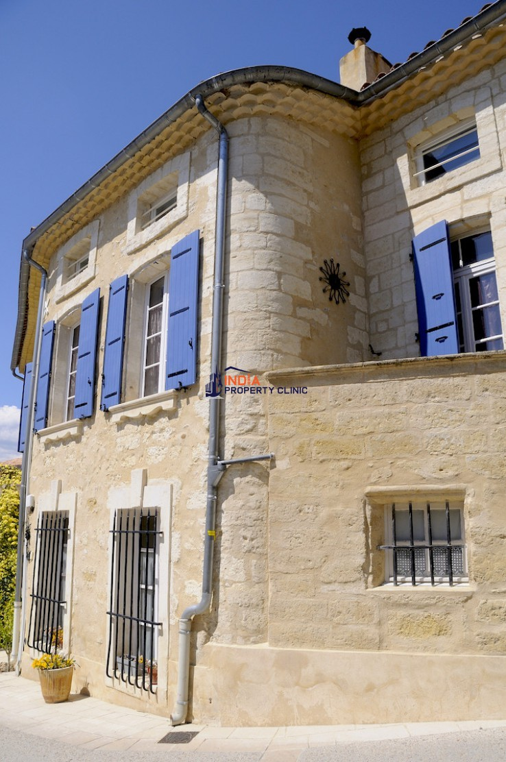 Countryside house For Sale in Chateauneuf du Pape