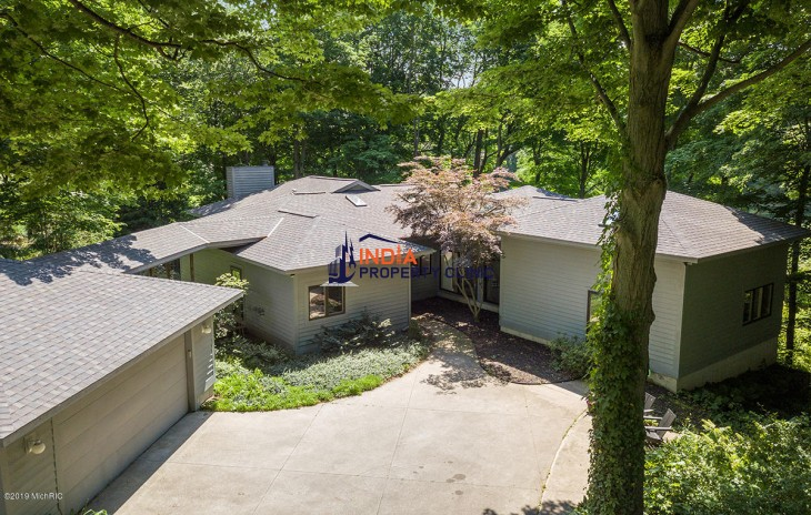 House for Sale in Saugatuck