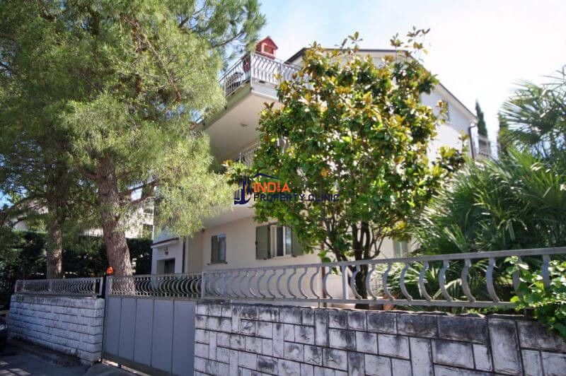 Villa For Sale in Koper, Žusterna