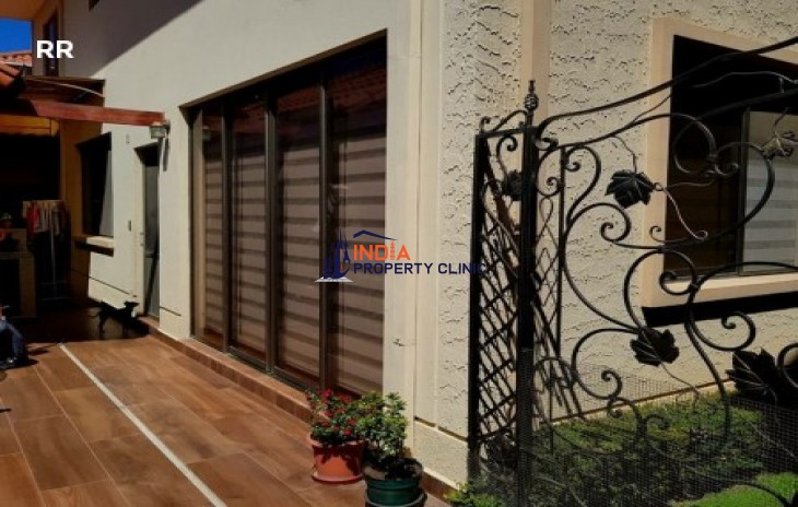 Residential House For Sale in Cross taquiña vicinity