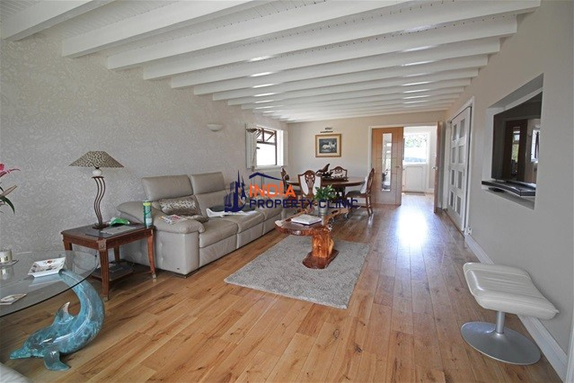 Home For Sale in Les Hamonnets