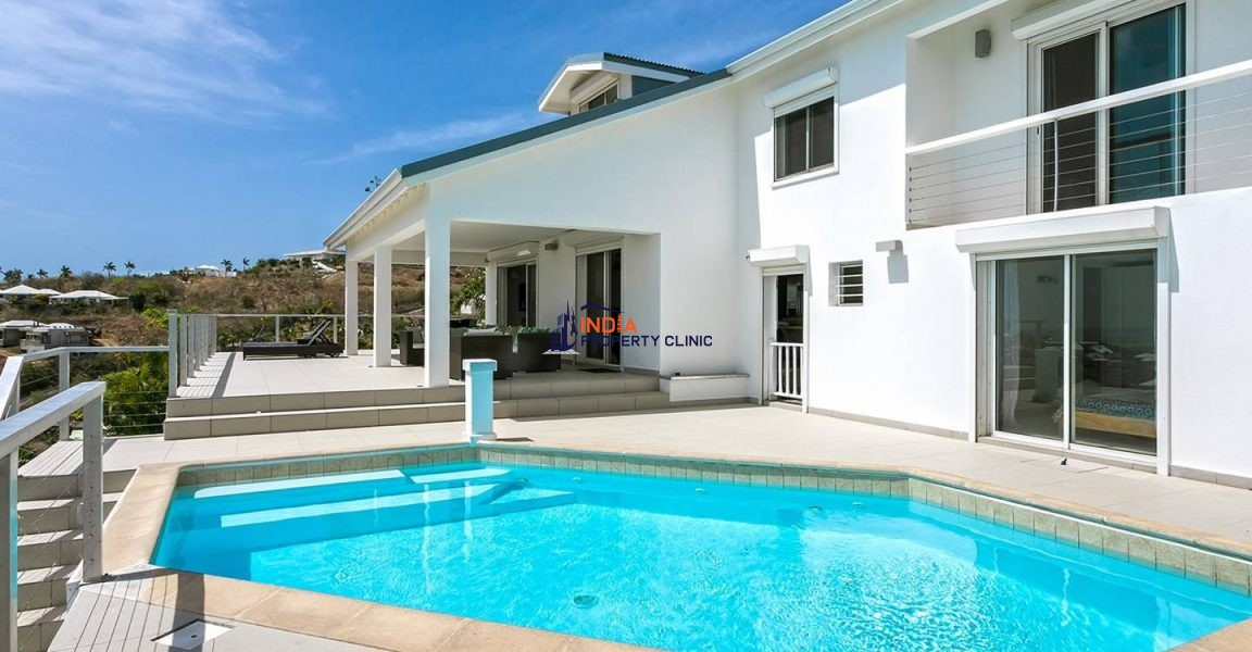 Villa for Sale in Orient Bay