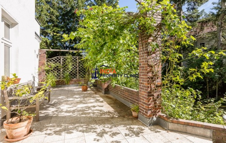 Villa for Sale in Dahlem