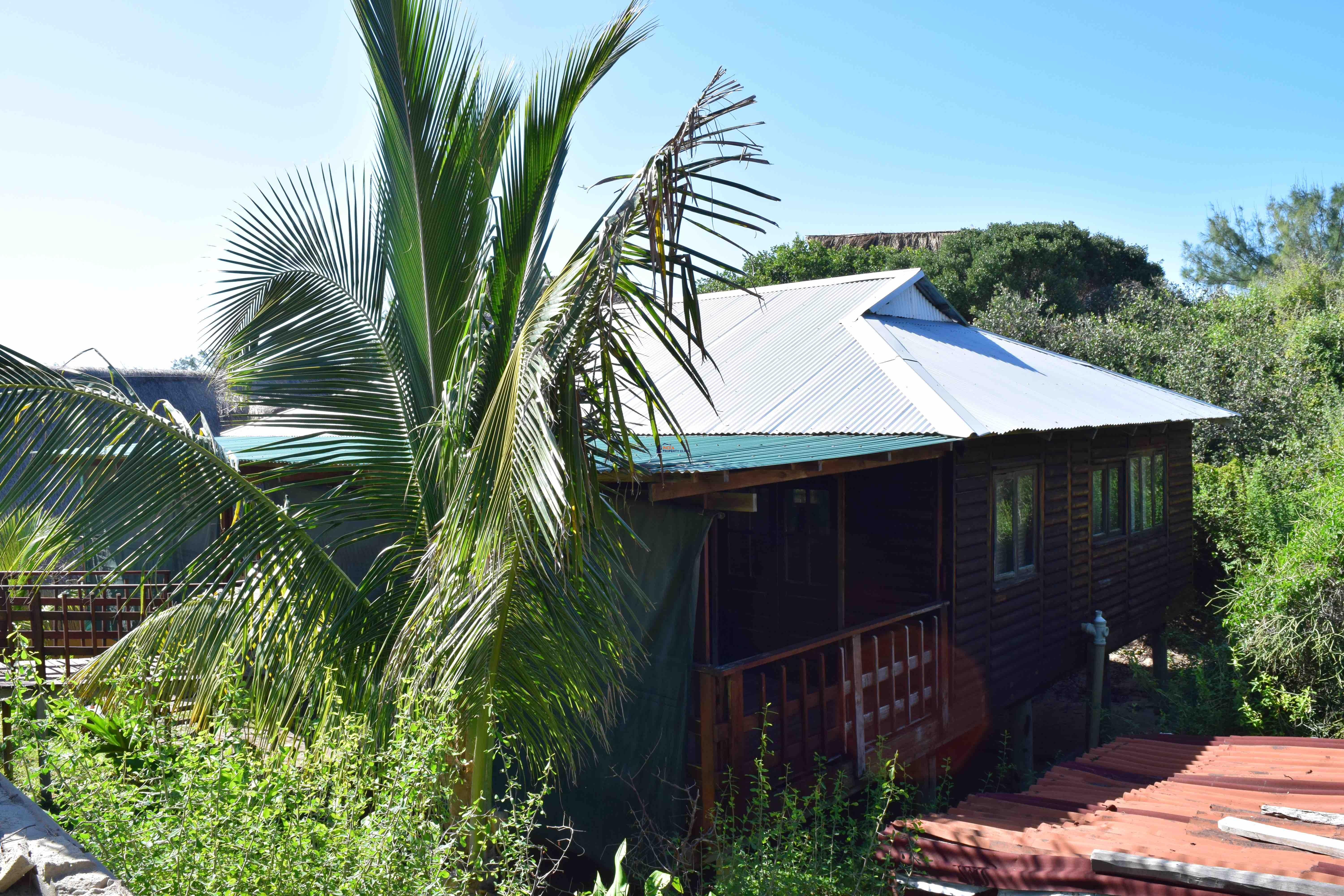 Holiday House For Sale in Tofo