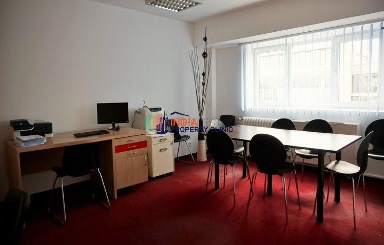 Office building for sale in Victoriei Square