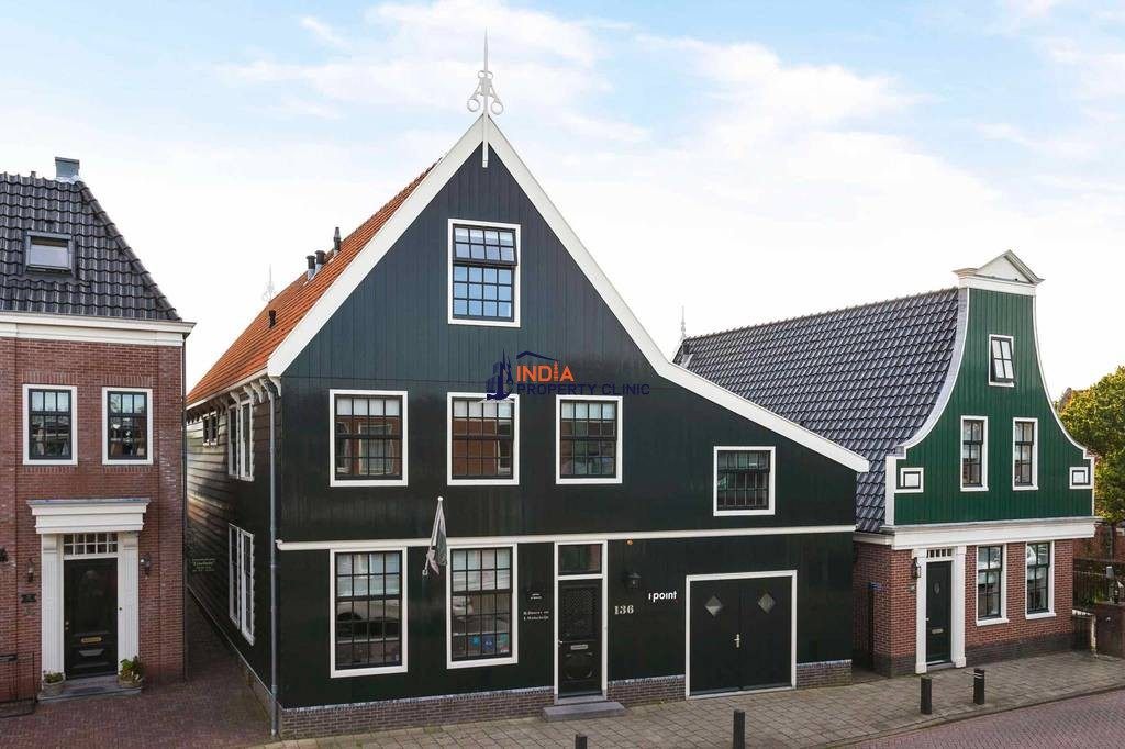 8 room House for sale in Koog aan de Zaan