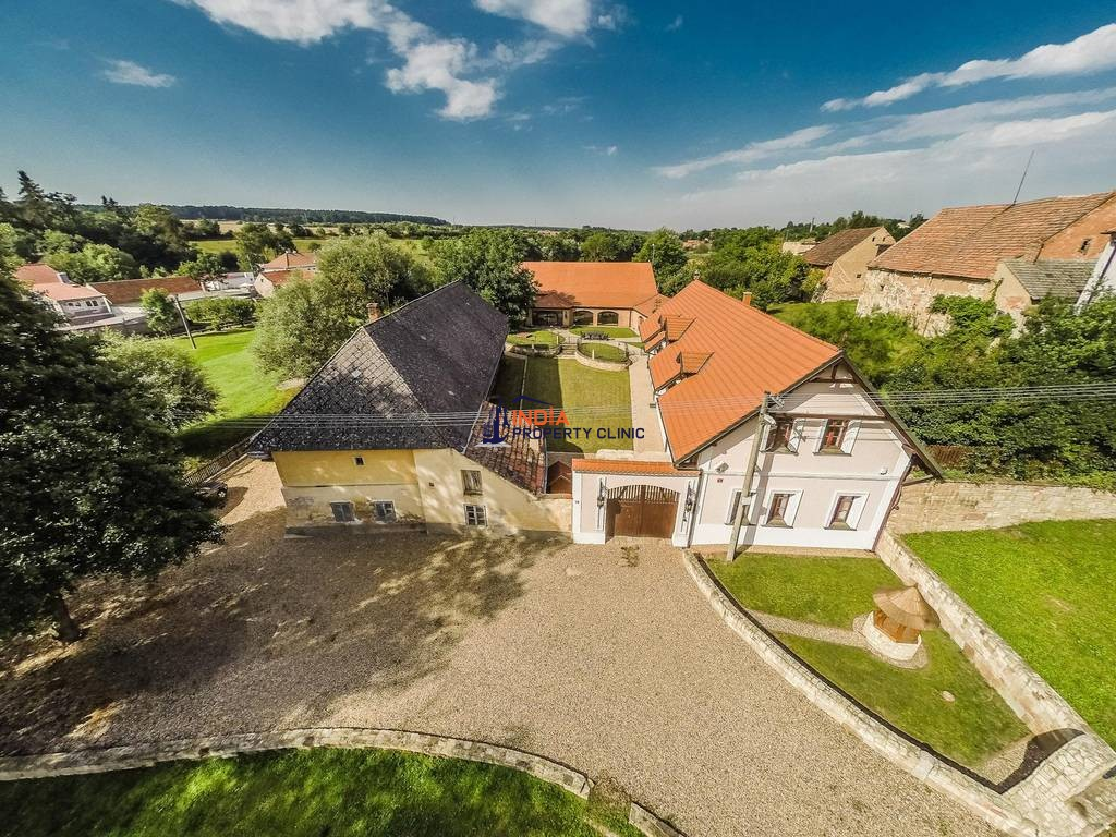 4 bedroom Detached House for sale in Neprobylice