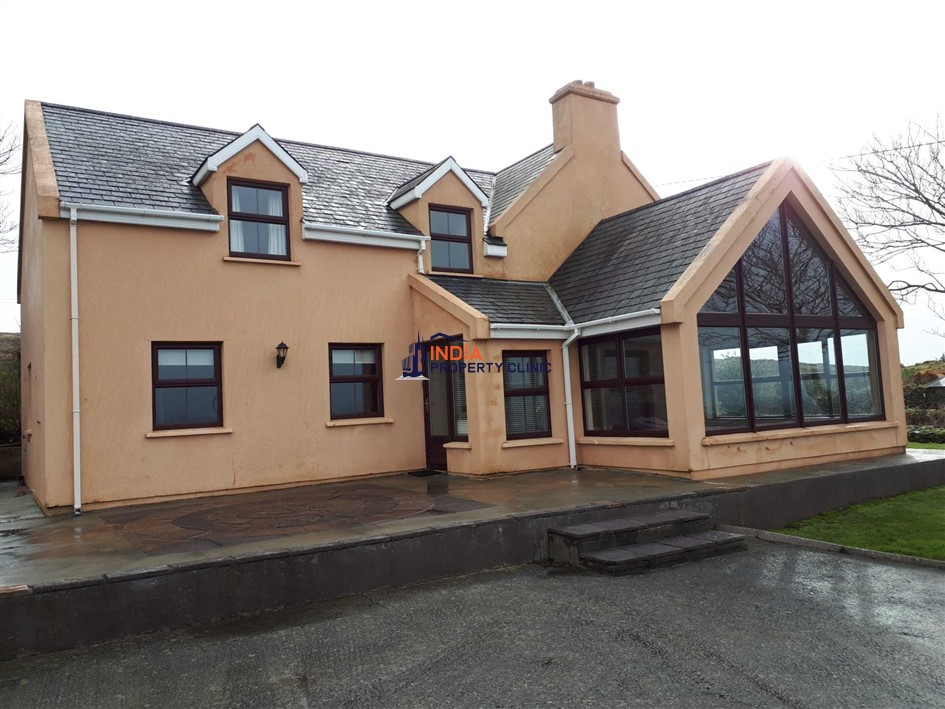 Detached House For Rent in Ballylinch