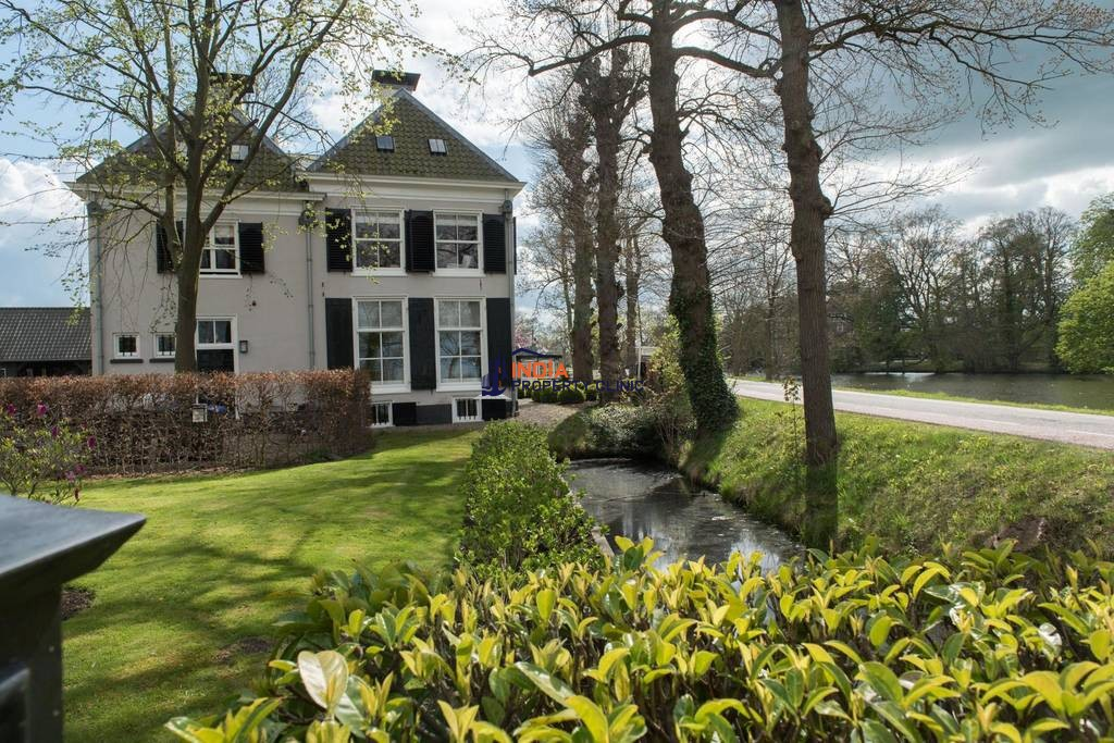 10 room House for sale in Breukelen