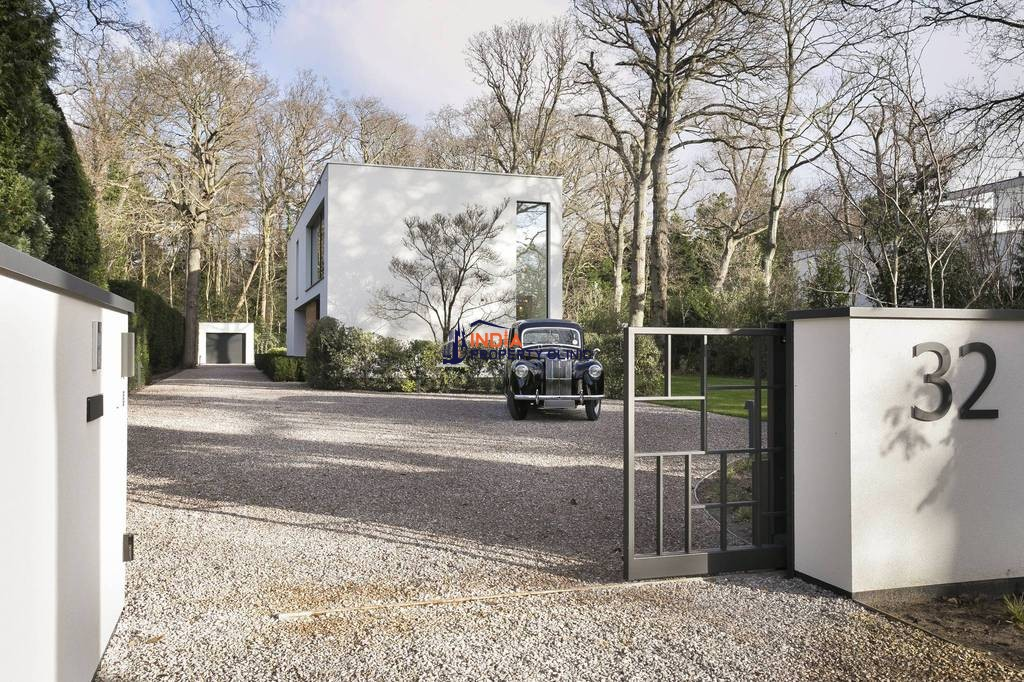 9 room House for sale in Wassenaar