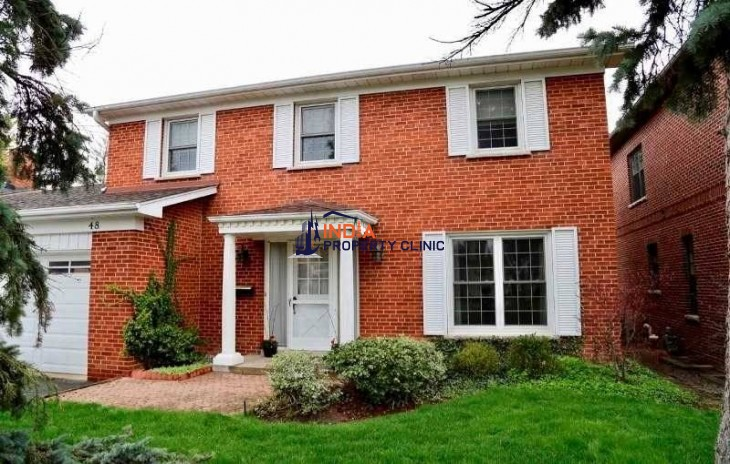 Single Family Home For Sale in Courtsfield Crescent