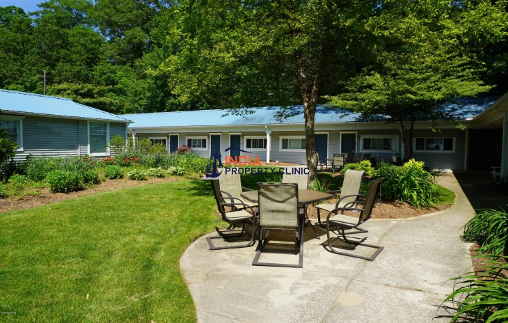 2 bedroom Home for Sale in Saugatuck