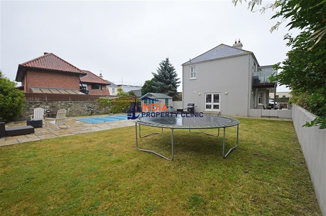 House For Sale in La Rue Du Nord