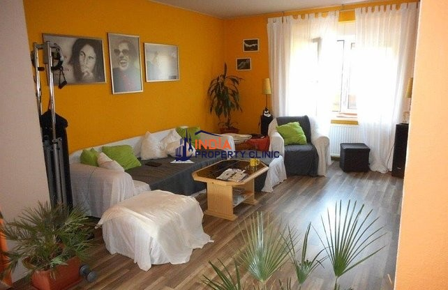 Detached House For Sale in Berhida