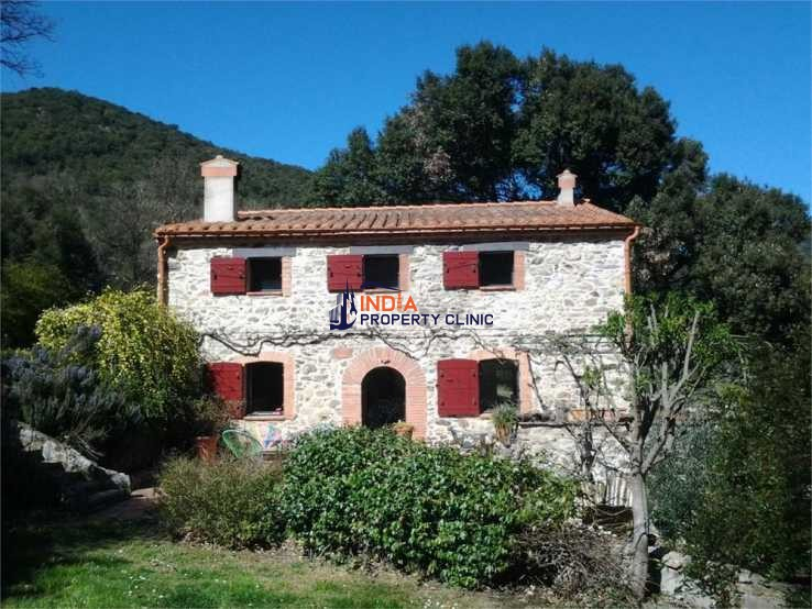 Farmhouse For Sale in Reynes
