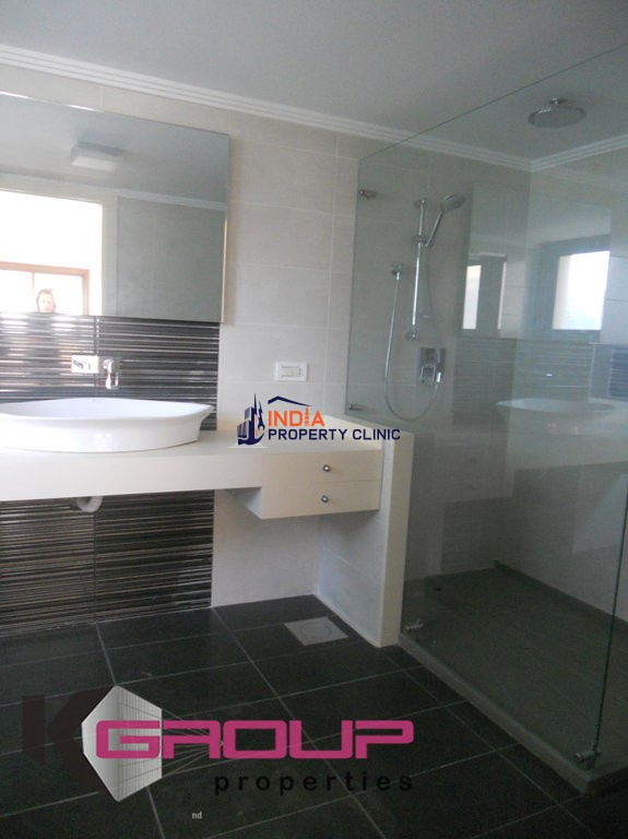 8 room luxury House for sale in Sanayeh