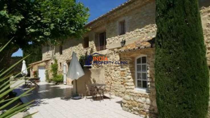 Countryside house For Sale in near Avignon