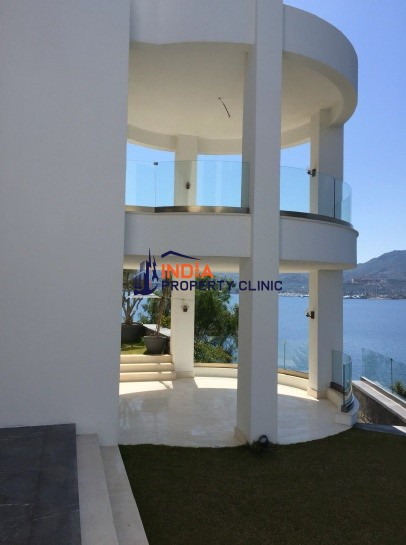 8 room luxury Villa for sale in yalikavak