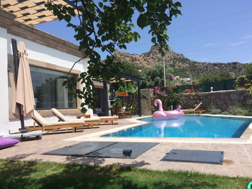8 room luxury Villa for sale in Bodrum