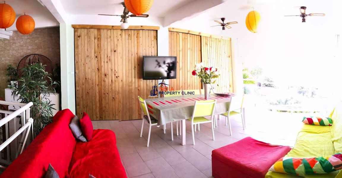 6 Bedroom Villa for Sale in Sainte Luce