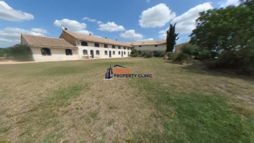 Hotel For Sale in Castelnaudary