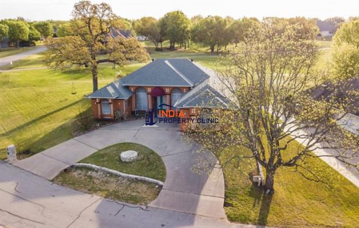 4 bedroom Family House For Sale in Granbury
