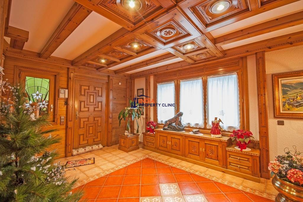 5 bedroom Detached House for sale in Escaldes Engordany