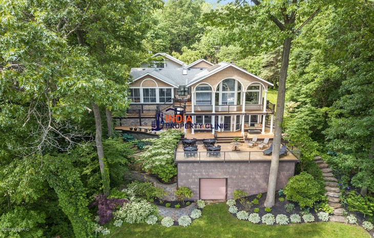 Home for Sale in Saugatuck